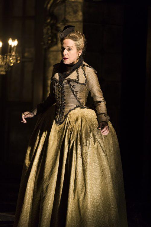 Les Liaisons Dangereuses, Carine Montbertrand as Mme. de Volanges